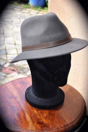 chapeau-feutre-gris