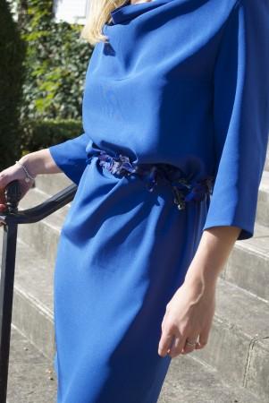Robe-col-bénitier-bleue-mariage-chic-elegance-soie