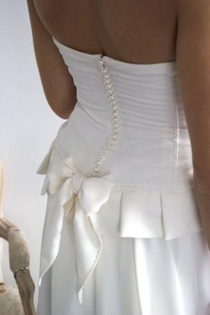 dos-robe-de-mariee-perles