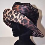 chapeau puie motif léopard